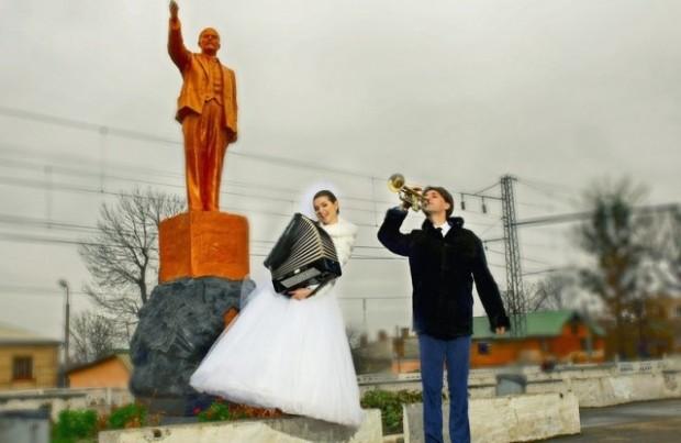 Statue Wedding Photo