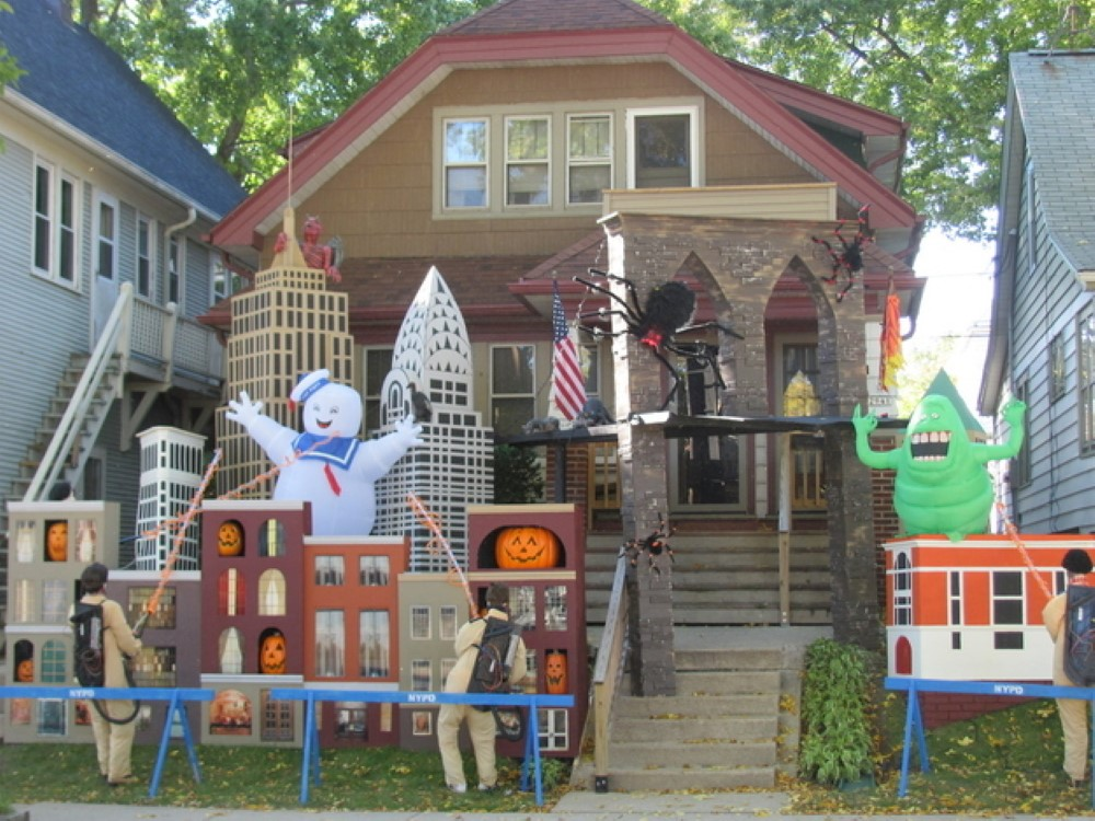 20 Halloween House Decorations That Put Your Efforts To Shame ...