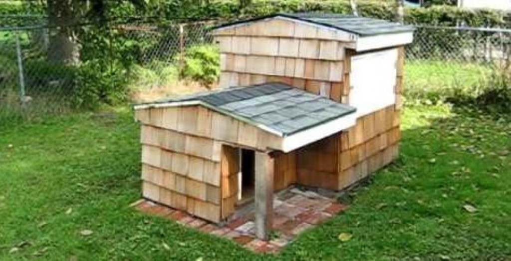 This dog house has an awesome underground compartment built into it boredombash - Underground dog houses ...