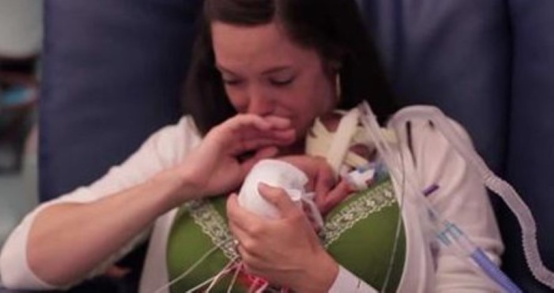 Mom Holds Baby For The 1st Time But It S What Happens