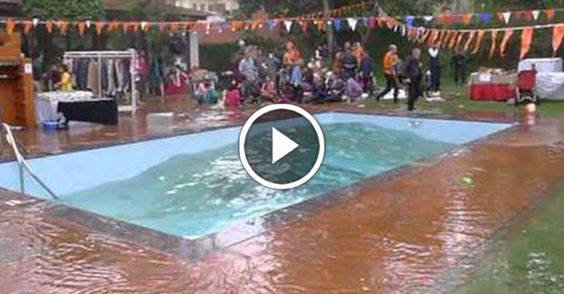 See The Power Of An Earthquake As It Hits A Swimming Pool ...