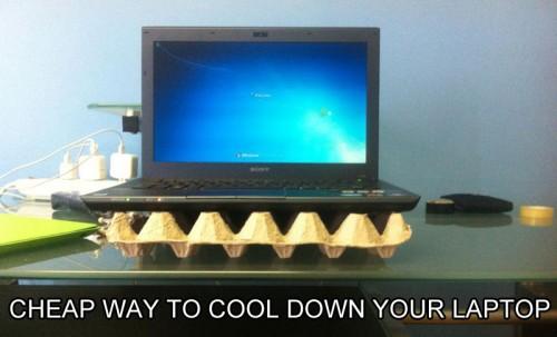 egg-carton-laptop-cooler-stand-life-hack