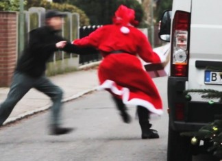 Bad Santa Stealing Presents Prank! 0,5er