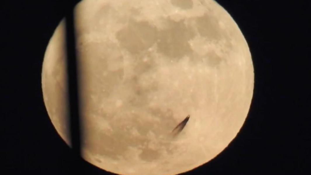 Moon UFO